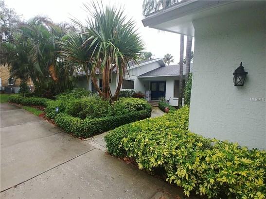 2339 Kings Point Drive, Largo, FL - USA (photo 1)