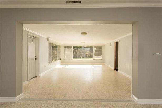 307 Crestwood Lane, Largo, FL - USA (photo 5)