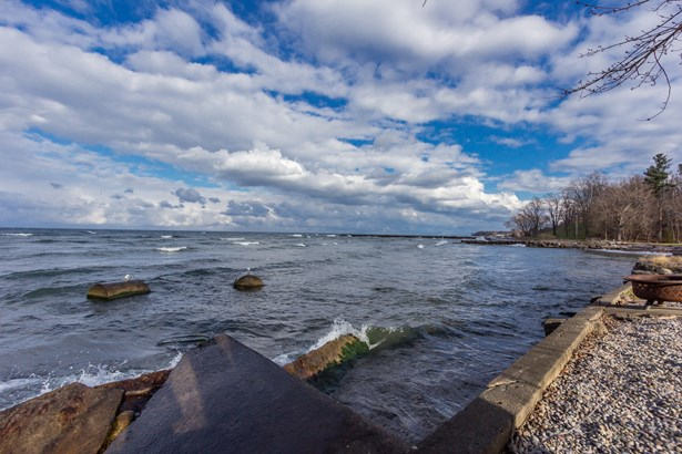 1076 Lake Road, Webster, NY - USA (photo 2)