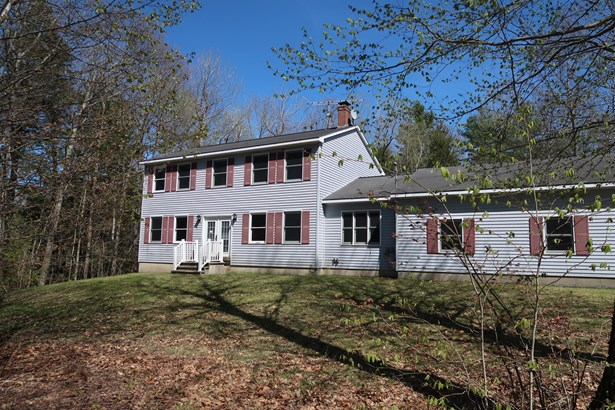 Single Family Residence, Colonial - Pittston, ME