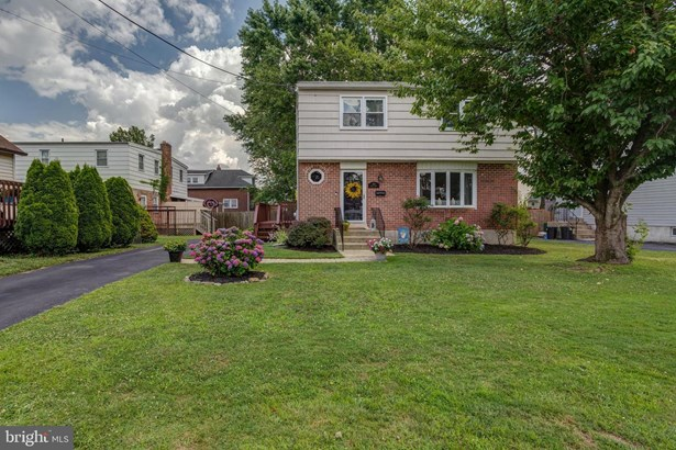Detached, Single Family - FOLSOM, PA
