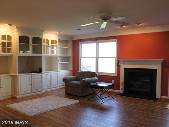 Contemporary, Attach/Row Hse - CHESTER, MD (photo 2)
