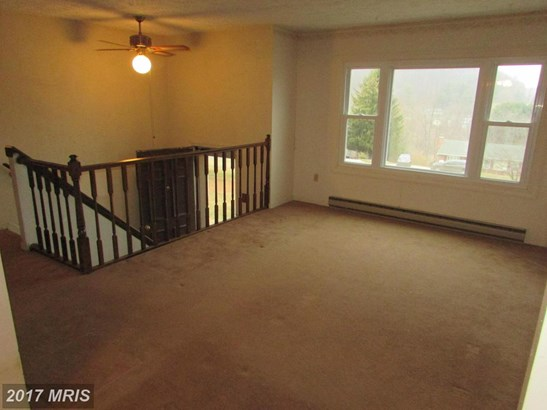 Split Foyer, Detached - MANCHESTER, MD (photo 5)