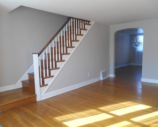 Row/Townhouse, Colonial,AirLite - CLIFTON HEIGHTS, PA (photo 3)
