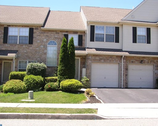 Row/Townhouse, Colonial - ROYERSFORD, PA (photo 1)