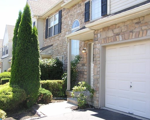 Row/Townhouse, Colonial - ROYERSFORD, PA (photo 2)