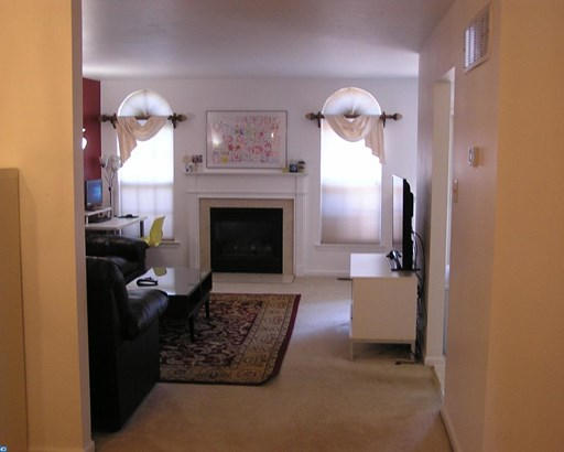 Row/Townhouse, Colonial - ROYERSFORD, PA (photo 3)