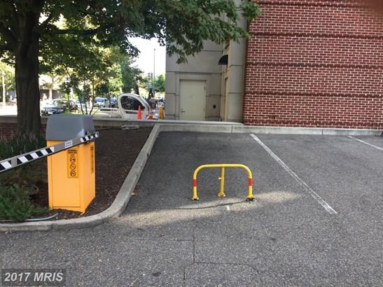 Garage/Park Space, Contemporary - WASHINGTON, DC (photo 2)