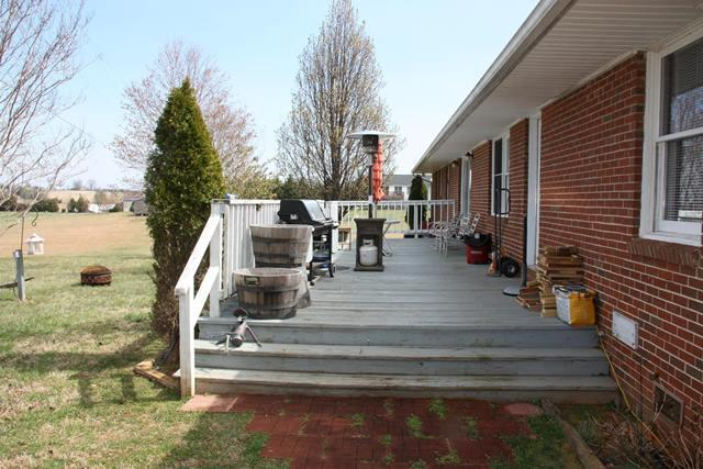 Residential, Ranch - Huddleston, VA (photo 4)