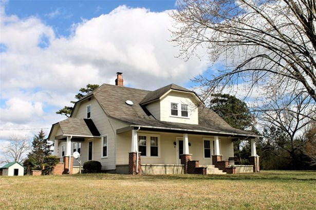 Residential, Farmhouse,2 Story - Blackstone, VA (photo 1)