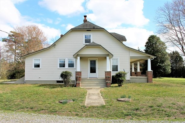 Residential, Farmhouse,2 Story - Blackstone, VA (photo 4)