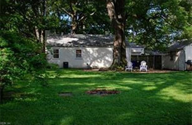 Transitional, Single Family - Newport News, VA (photo 2)