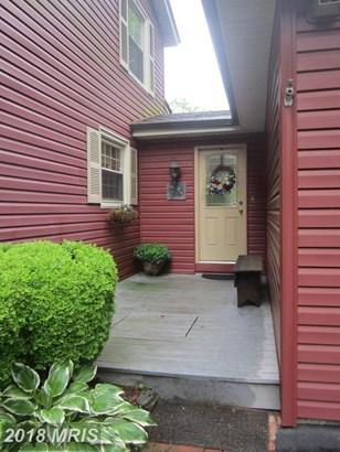 Colonial, Detached - MARTINSBURG, WV (photo 2)