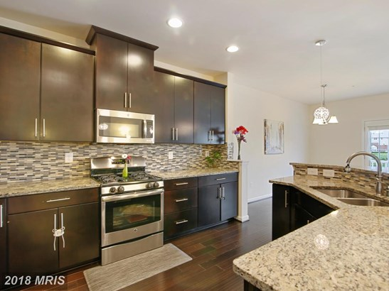 Townhouse, Traditional - GERMANTOWN, MD (photo 4)