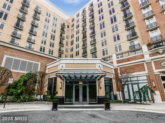 Mid-Rise 5-8 Floors, Traditional - NATIONAL HARBOR, MD (photo 1)