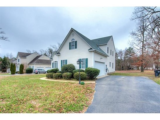 Transitional, Single Family - Chester, VA (photo 2)