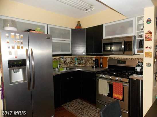 Mid-Rise 5-8 Floors, Contemporary - BALTIMORE, MD (photo 3)