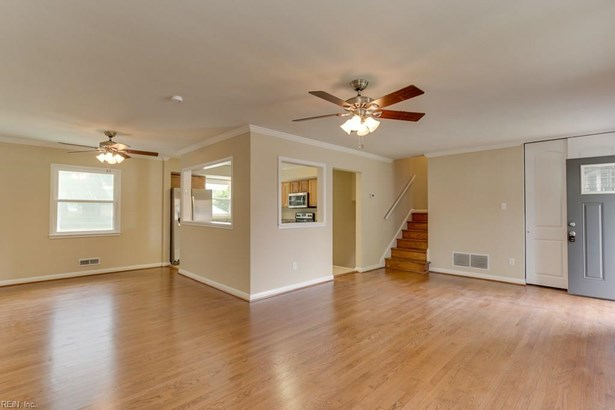 Tri-Level, Single Family - Hampton, VA (photo 5)