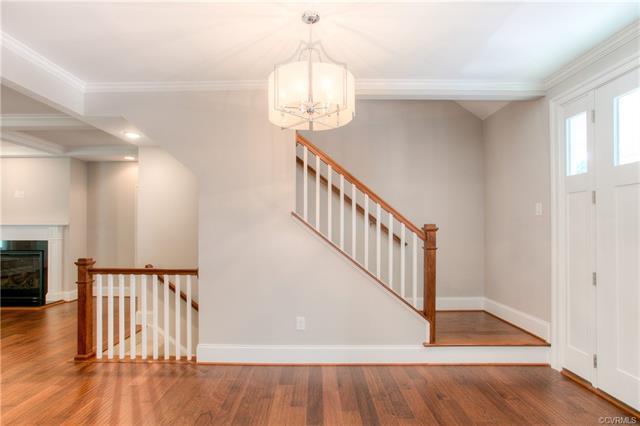 Cottage/Bungalow, Craftsman, Single Family - Richmond, VA (photo 4)