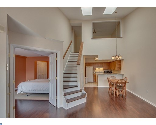 Row/Townhouse, Contemporary - MORRISVILLE, PA (photo 3)