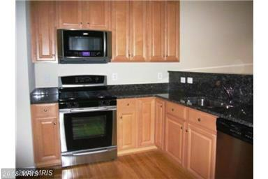 Townhouse, Contemporary - SUITLAND, MD (photo 2)