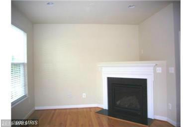 Townhouse, Contemporary - SUITLAND, MD (photo 3)