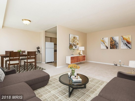 Mid-Rise 5-8 Floors, Contemporary - HYATTSVILLE, MD (photo 1)