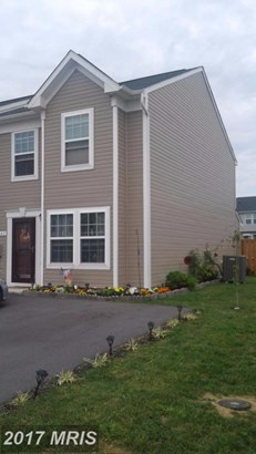 Townhouse, Traditional - MARTINSBURG, WV (photo 2)
