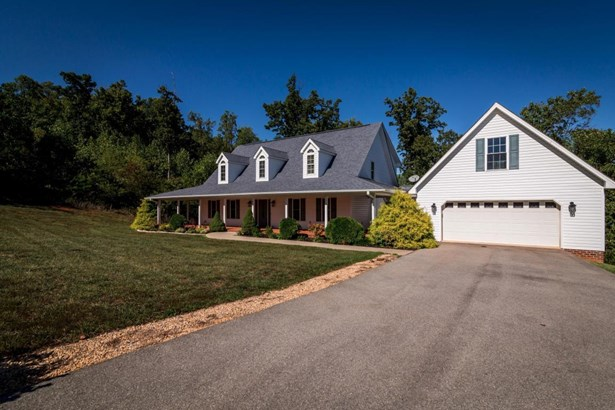 Cape Cod, Residential - Vinton, VA (photo 2)
