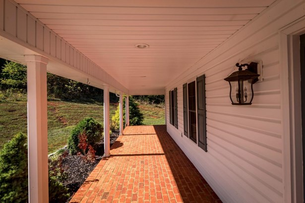 Cape Cod, Residential - Vinton, VA (photo 3)