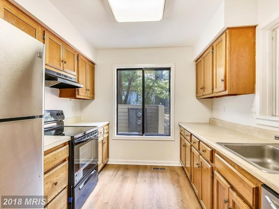 Townhouse, Contemporary - GAITHERSBURG, MD (photo 2)