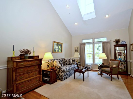 Townhouse, Contemporary - PIKESVILLE, MD (photo 4)