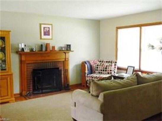 Ranch, Single Family - Newport News, VA (photo 4)