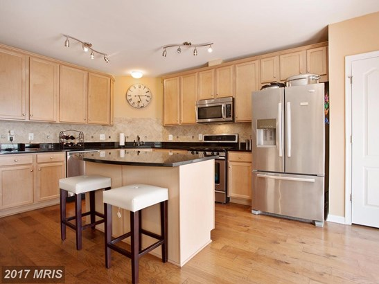 Transitional, Townhouse - WOODBRIDGE, VA (photo 2)