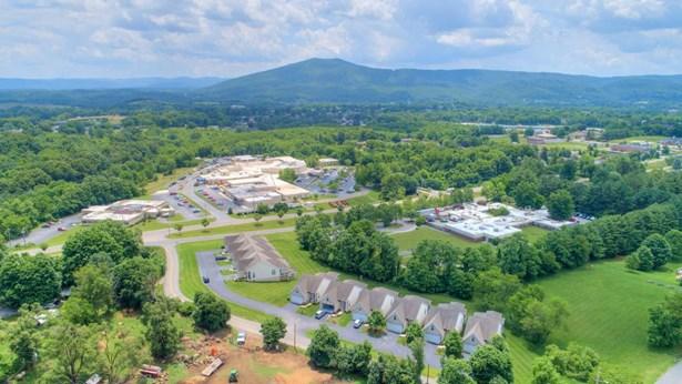 Residential, Ranch - Pulaski, VA (photo 3)
