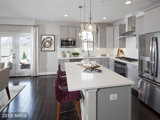 Transitional, Townhouse - GERMANTOWN, MD (photo 2)