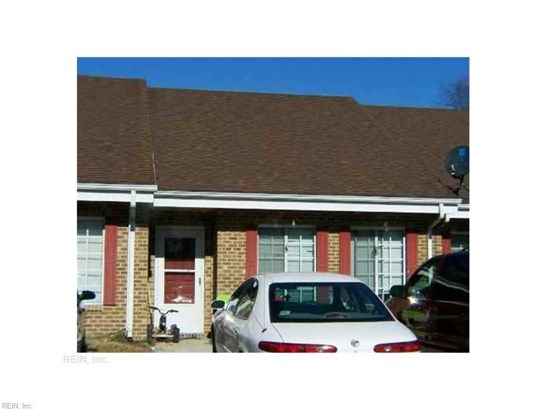 Townhouse, Townhouse, Traditional - Portsmouth, VA (photo 1)