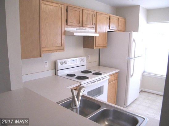 Contemporary, Attach/Row Hse - SUITLAND, MD (photo 2)