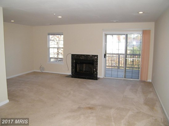 Contemporary, Attach/Row Hse - SUITLAND, MD (photo 4)