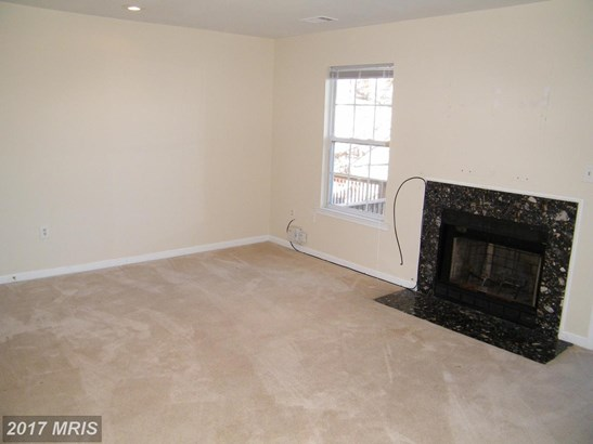 Contemporary, Attach/Row Hse - SUITLAND, MD (photo 5)