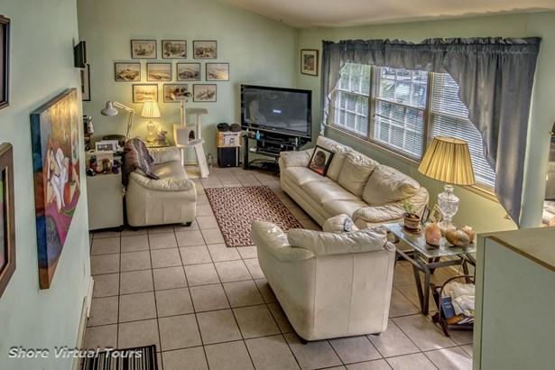 Split Level, Single Family - Somers Point, NJ (photo 2)