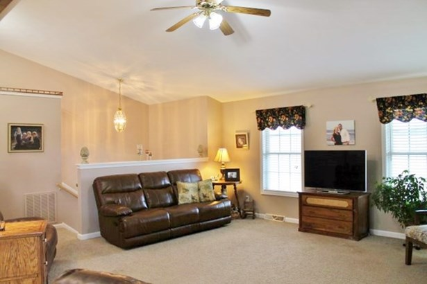 Split Level, Single Family - Brookneal, VA (photo 2)