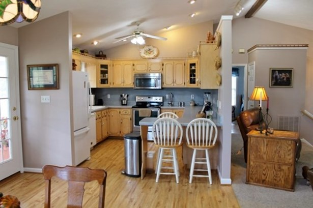 Split Level, Single Family - Brookneal, VA (photo 4)