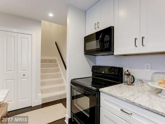 Mid-Rise 5-8 Floors, Contemporary - ARLINGTON, VA (photo 5)