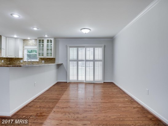 Split Foyer, Detached - RIVERDALE, MD (photo 5)