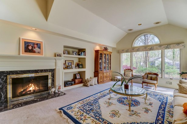 Expanded Ranch, Ranch, Single Family - Middletown, NJ (photo 4)