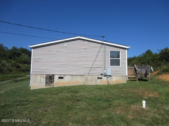 Mobile Home Double, Detached - Pearisburg, VA (photo 4)