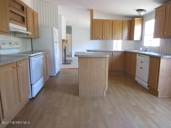 Mobile Home Double, Detached - Pearisburg, VA (photo 5)