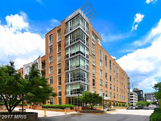 Mid-Rise 5-8 Floors, Contemporary - RESTON, VA (photo 2)