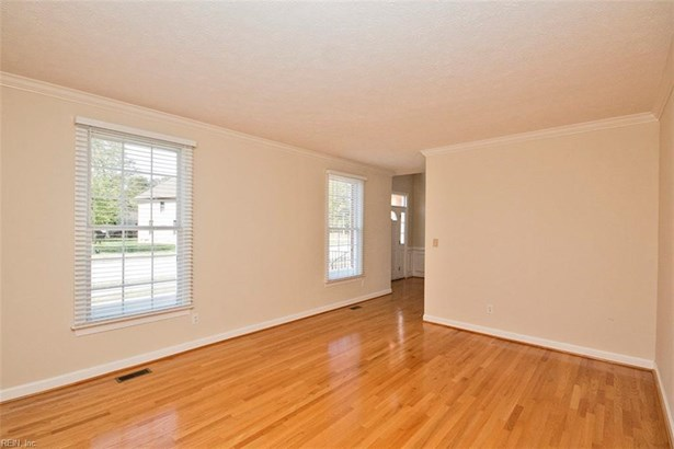 Transitional, Single Family - York County, VA (photo 4)